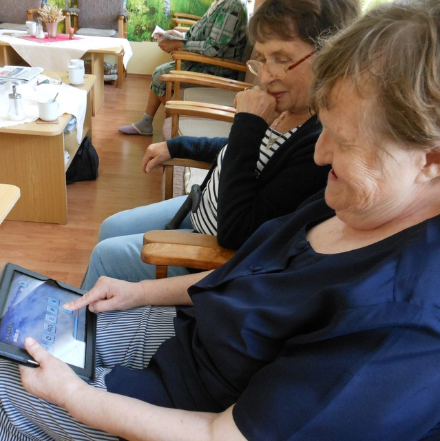 S tabletem si rozumí také pětaosmdesátileté seniorky…. thumbnail